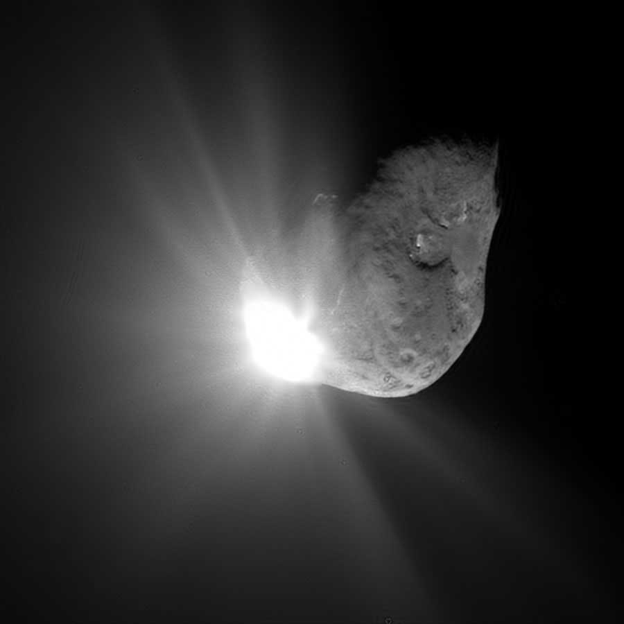 Image of Collision of Comet Tempel-1's nucleus and the Deep Impact probe.