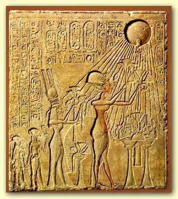 The stele depicts a two-dimensional Pharaoh Akhenaton and his wife Nefertiti holding up offering before the Sun Disk, the Aten.