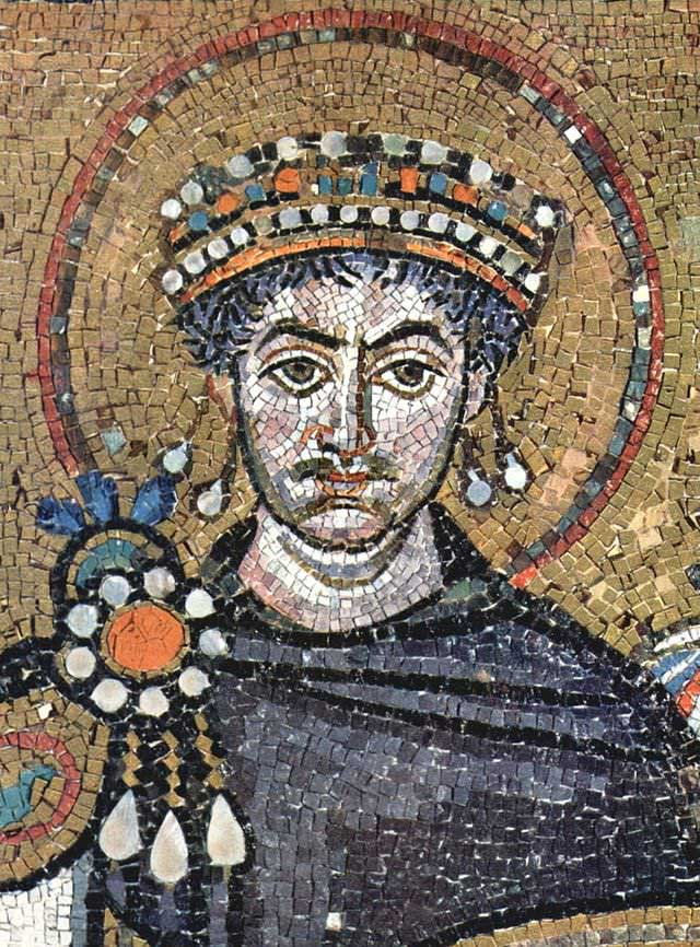 Mosaic of the ruler Justinian depicting the king with a blue cloak and jeweled crown. The king also possesses a crown of radiant light denoting his sacred status.
