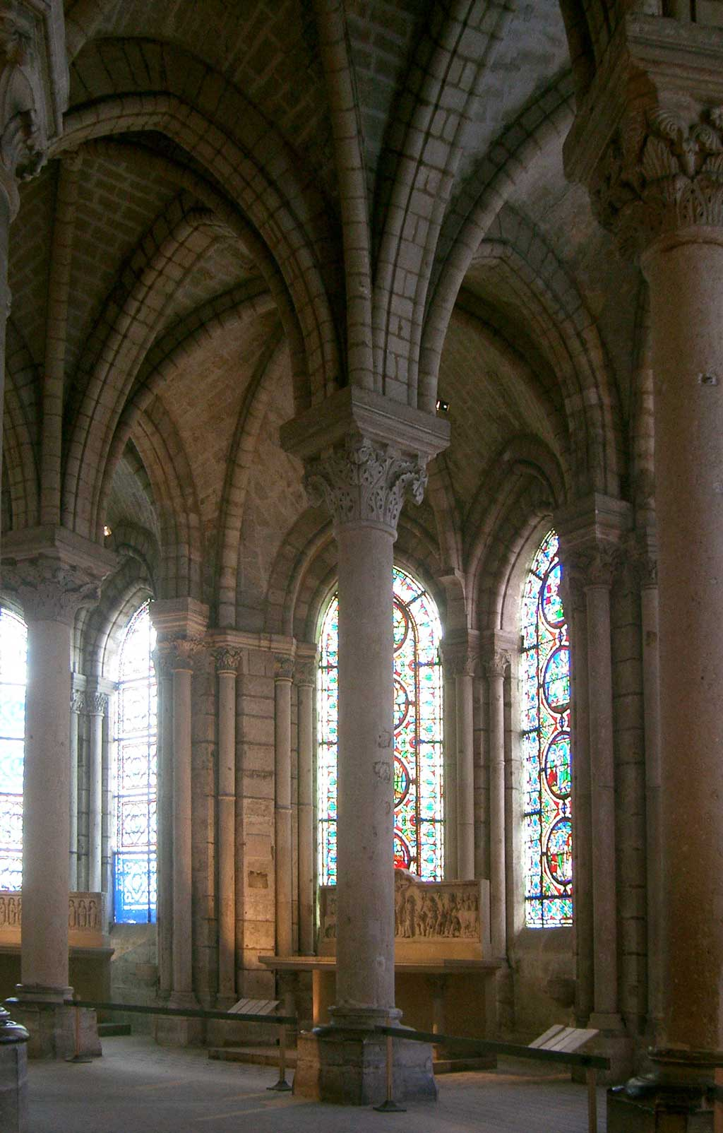 The ambulatory at St. Denis depicting two columns behind which lie the chapels of the cathedral.