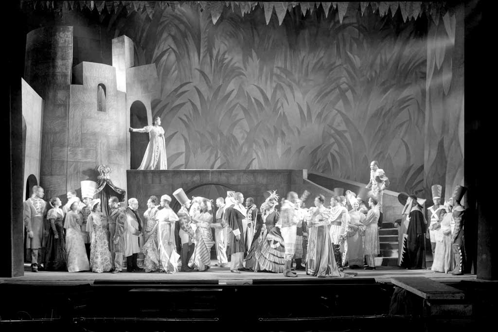 Photograph of a spectacular scene from a 1936 production of Macbeth.