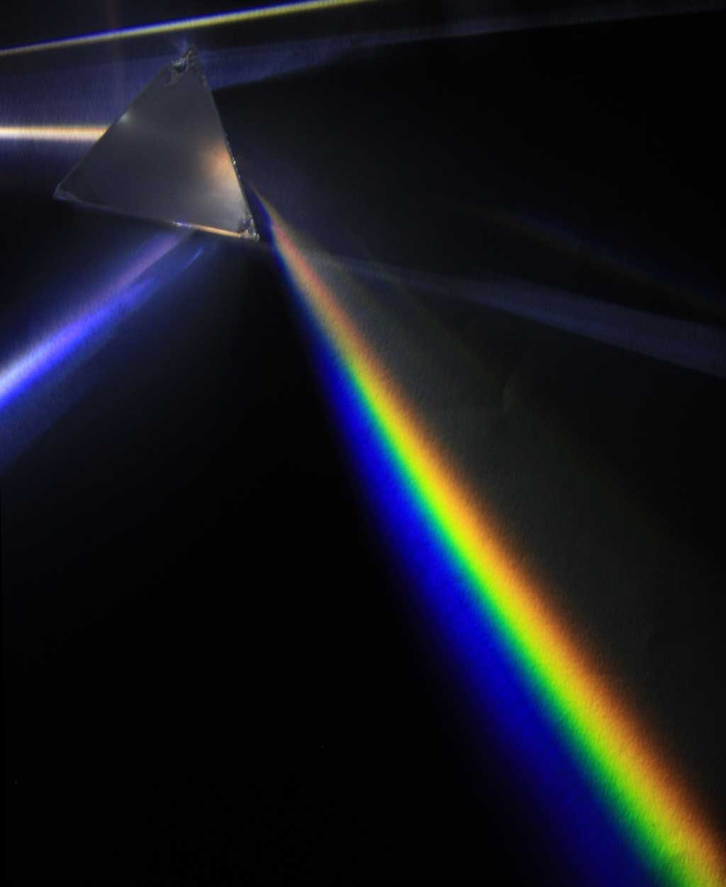 Light dispersion of a mercury-vapor lamp with a prism made of flint glass.